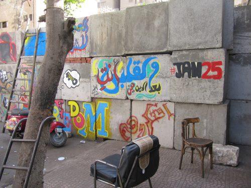 Sperrwände aus Betonblöcken wurden errichtet, um die Demonstranten vom Regierungsviertel fernzuhalten.
