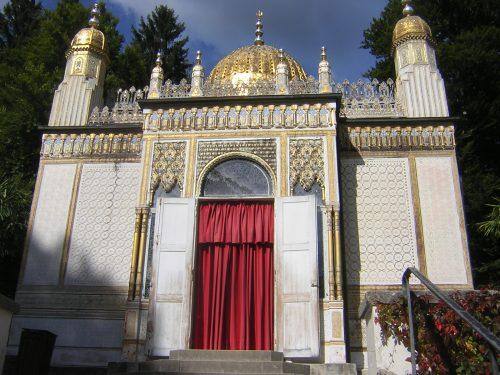 Abb.: Auch so kann ein Kiosk aussehen: Der maurische Kiosk bei Schloss Linderhof in Bayern