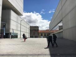 Neues Zentrum mit Bibliothek und Markthalle nähe Metro Alonso Martinez.