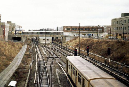 Blick auf die Station Kaulsdorf Nord - allerdings im Jahr 1991.