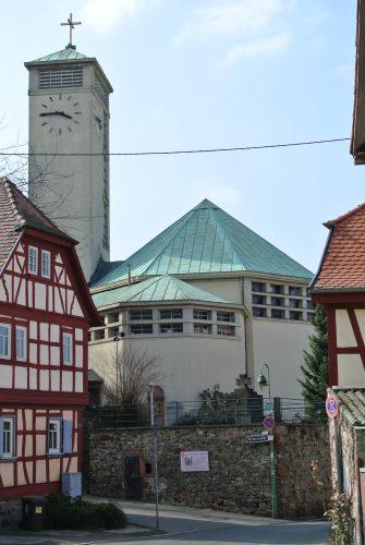 Frankfurt-niederursel_g-adolf-kirche_bild_gaki64_cc_by_3-0