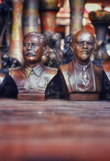 Hitler, Stalin, Lenin, Putin auf einem Markt in Baku