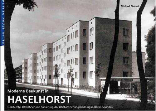 Wer am Sonntag schon woanders ist, kann die Siedlung im Buch anschauen. Michael Bienert, Moderne Baukunst in Haselhorst, Berlin Story Verlag, 2015.